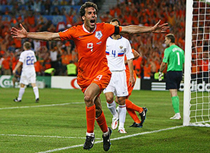 Dutch striker Ruud van Nistelrooy celebrates his 86th minute equaliser to force extra-time in their quarter final against Russia.
