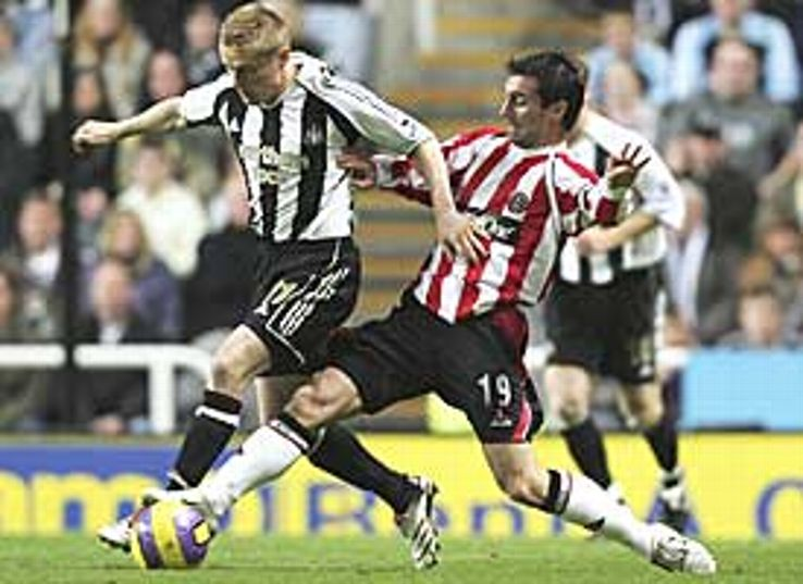 Old pals Keith Gillespie and Damien Duff hustle at St James' Park.