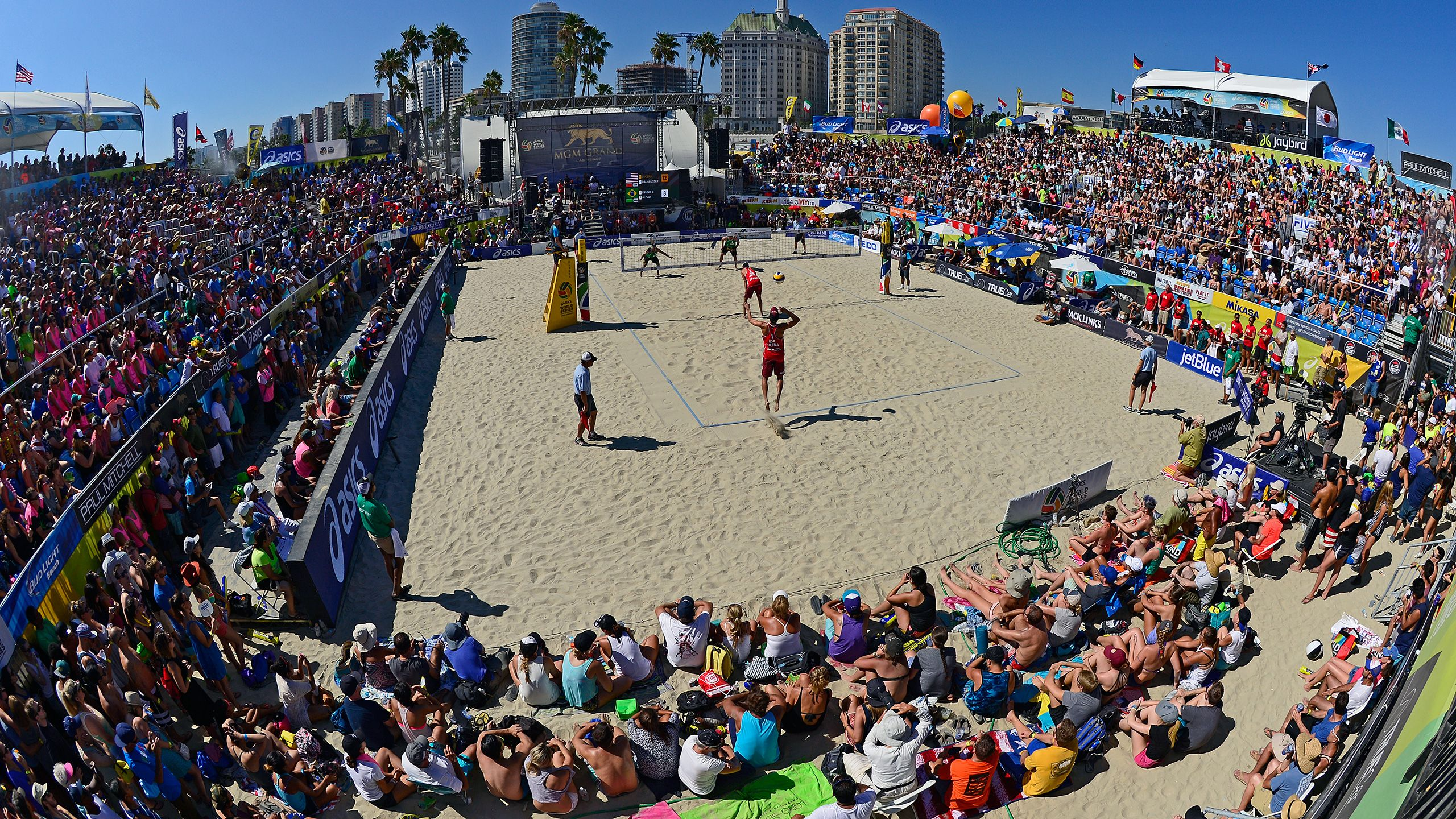 World Series of Beach Volleyball: (4) Claes/Hughes vs. (5) Ross/Fendrick