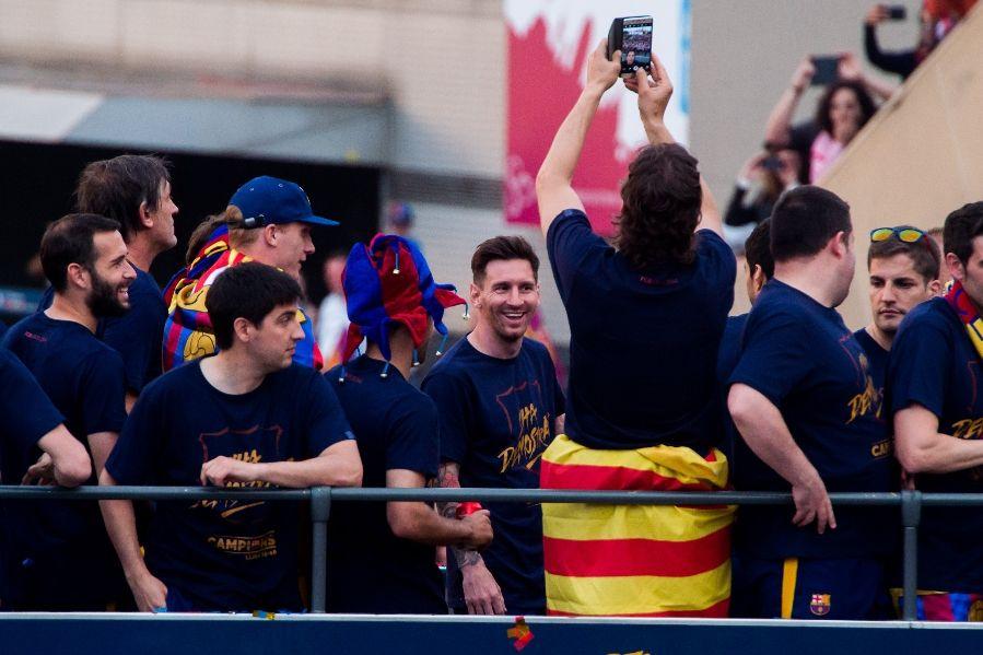 FC+Barcelona+La+Liga+Trophy+Celebration+Parade :::  ::: May 15, 2016 ::: 899 ::: 599