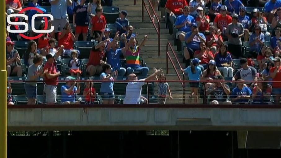 Father tries to stop daughter from throwing away foul ball