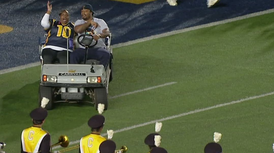 Marshawn Lynch re-enacts injury-cart joyride at Cal 10 years later