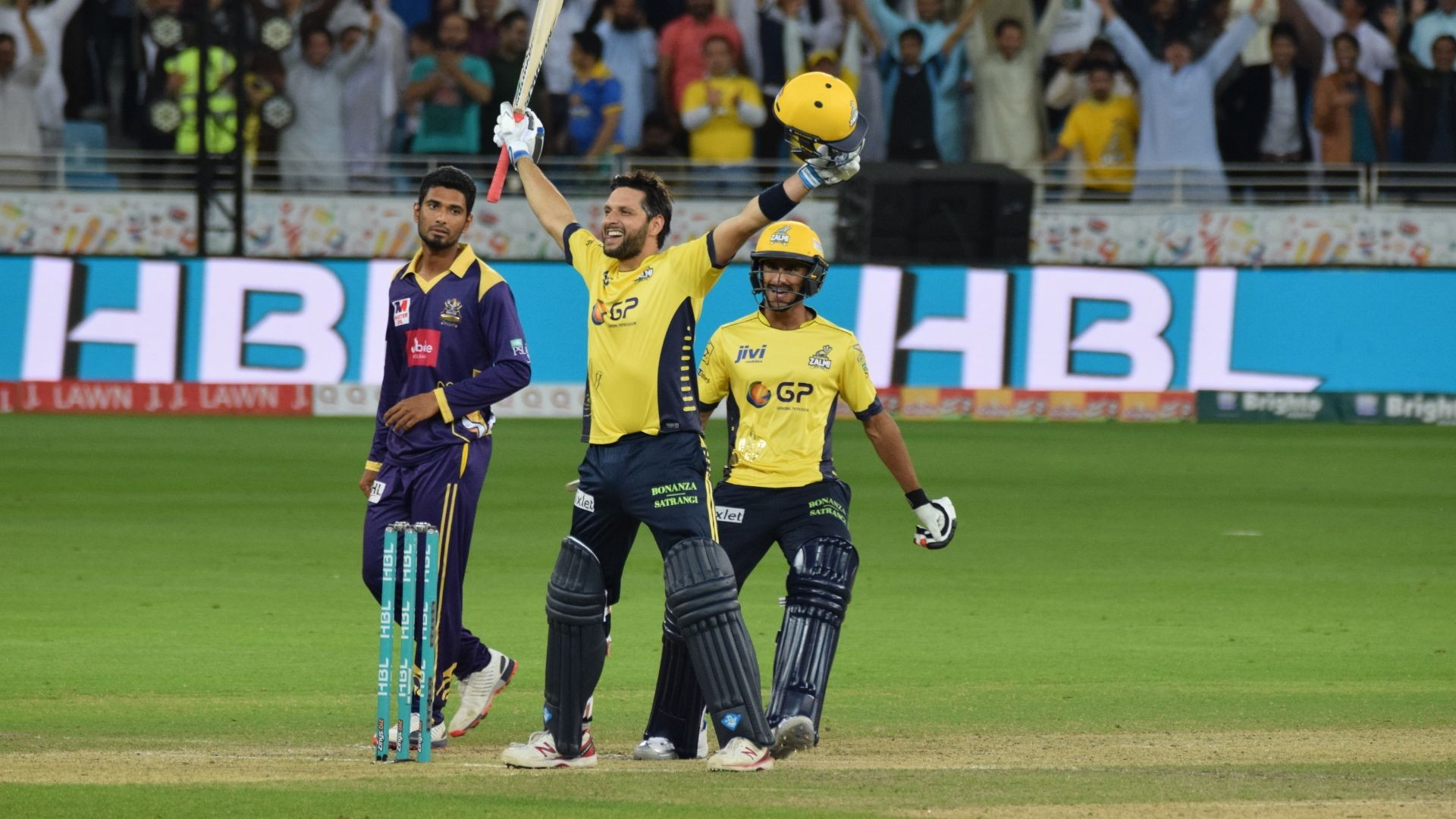 Vintage Afridi knock puts Peshawar in first place
