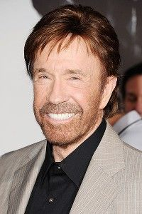 Chuck Norris defends Tim Tebow