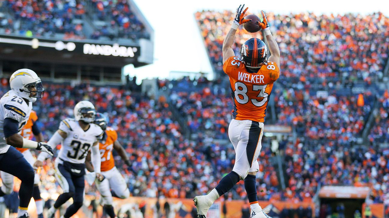 Wes Welker speaks to Broncos