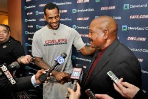 Jim Brown honored by LeBron James acknowledgement before Game 3