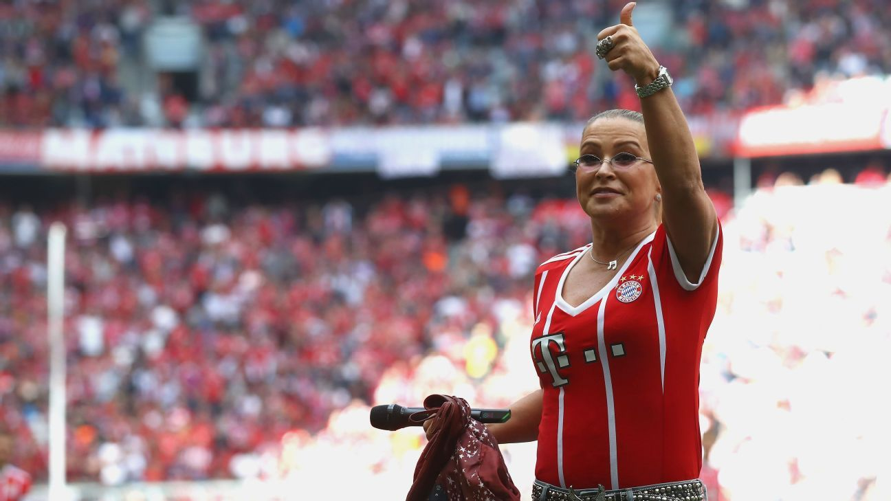 freiburg coach annoyed by delay to bayern munich game due to anastacia show. Black Bedroom Furniture Sets. Home Design Ideas
