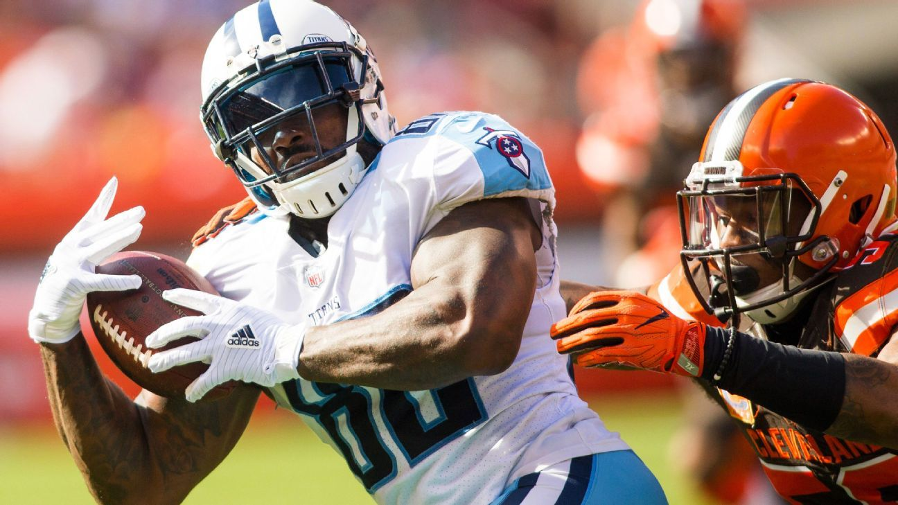 The Titans and Pro Bowl tight end Delanie Walker have agreed to a two-year extension, keeping him under contract through the 2020 season.