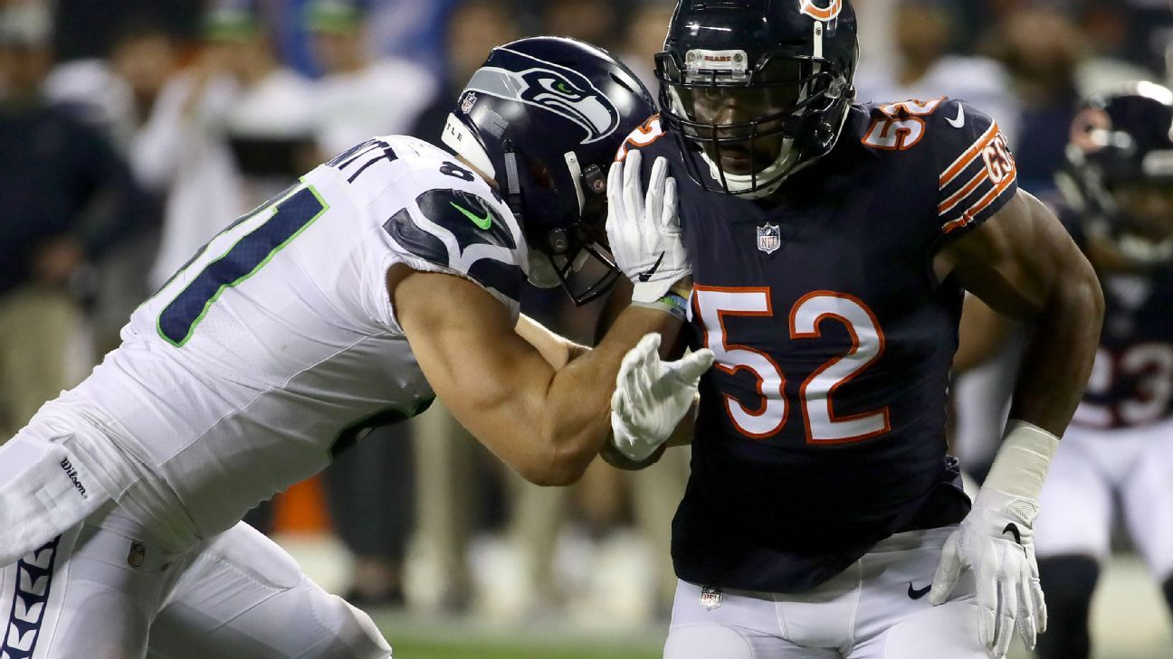 The Bears' defense roared in the first half at Seattle, as five different players recorded sacks of Seahawks quarterback Russell Wilson.