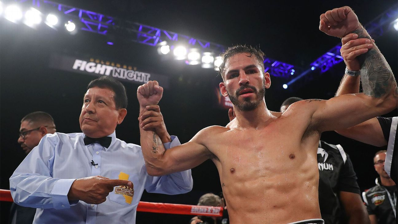 Linares stops Cotto in junior welterweight debut