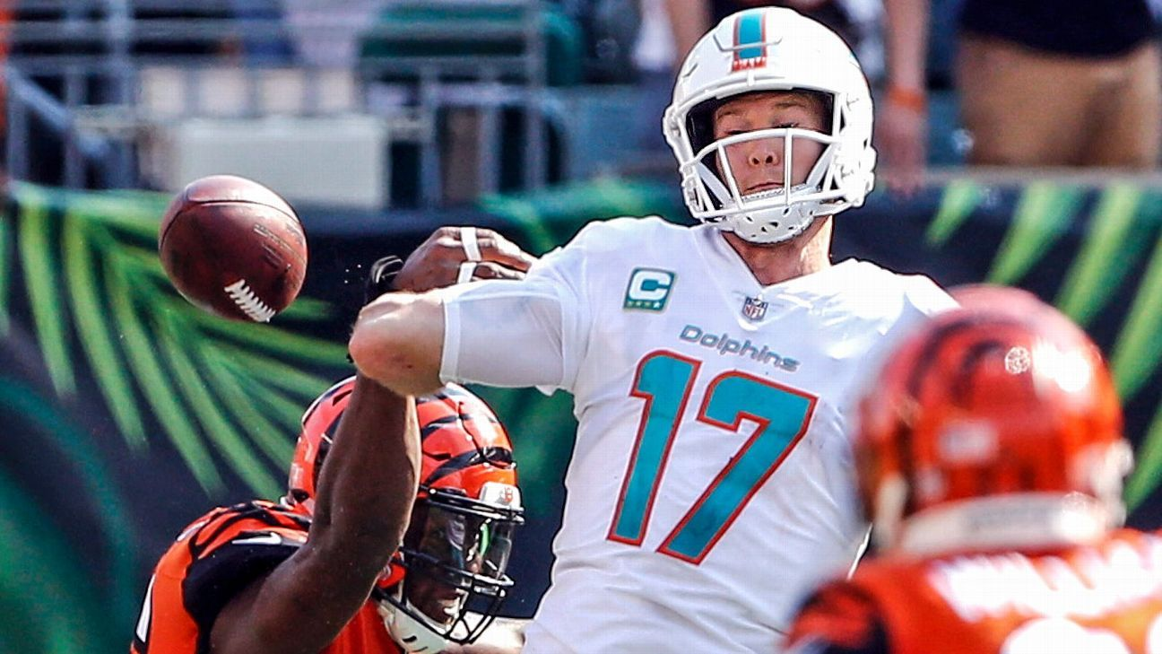 For a second straight week, Ryan Tannehill posted the week's worst Total QBR. Here are the week's best, worst performances.