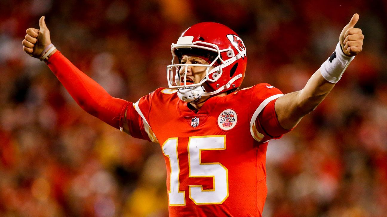 Patrick Mahomes tops Kurt Warner with 22 TD passes through first 8 career games