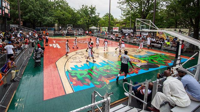 Entertainers Basketball Classic