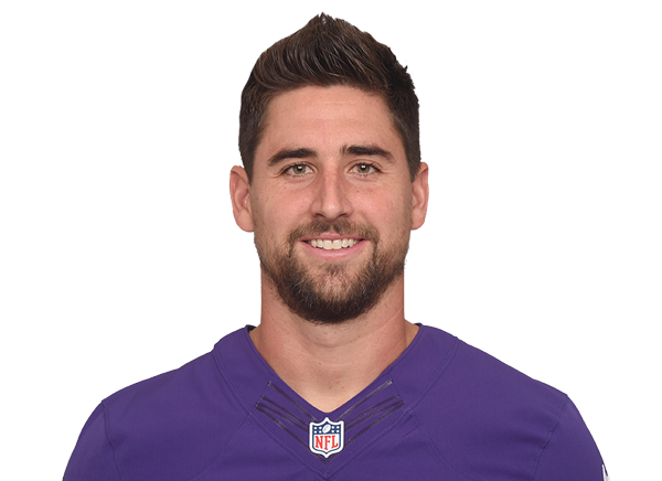 how tall is dennis pitta