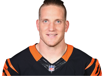 Tips: A.J. Hawk, 2017s chic hair style of the cool enigmatic  American Football player