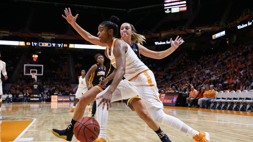 No. 4 Tennessee holds on to beat Chattanooga