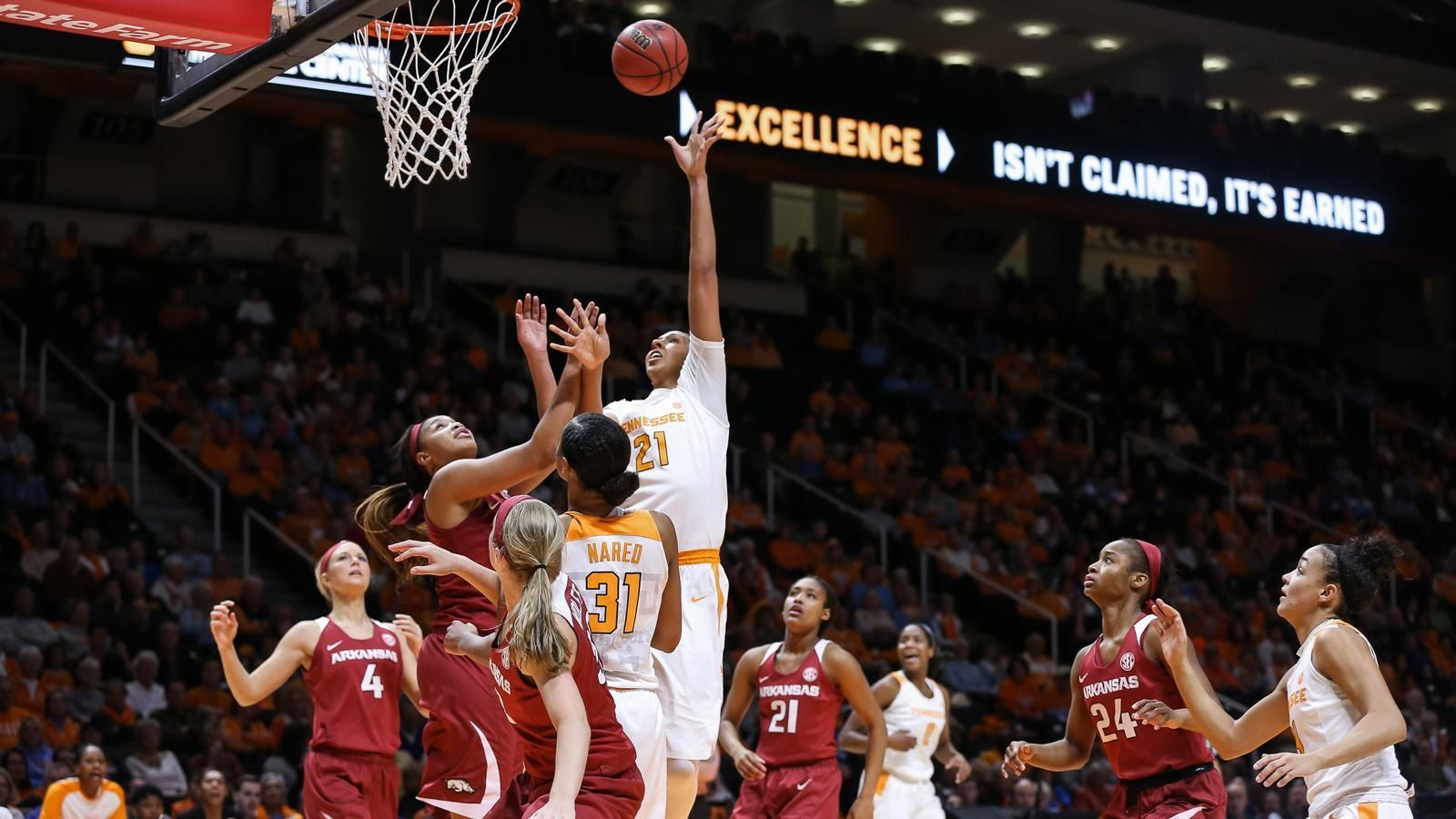 Warlick wins 100th as Lady Vols beat Arkansas