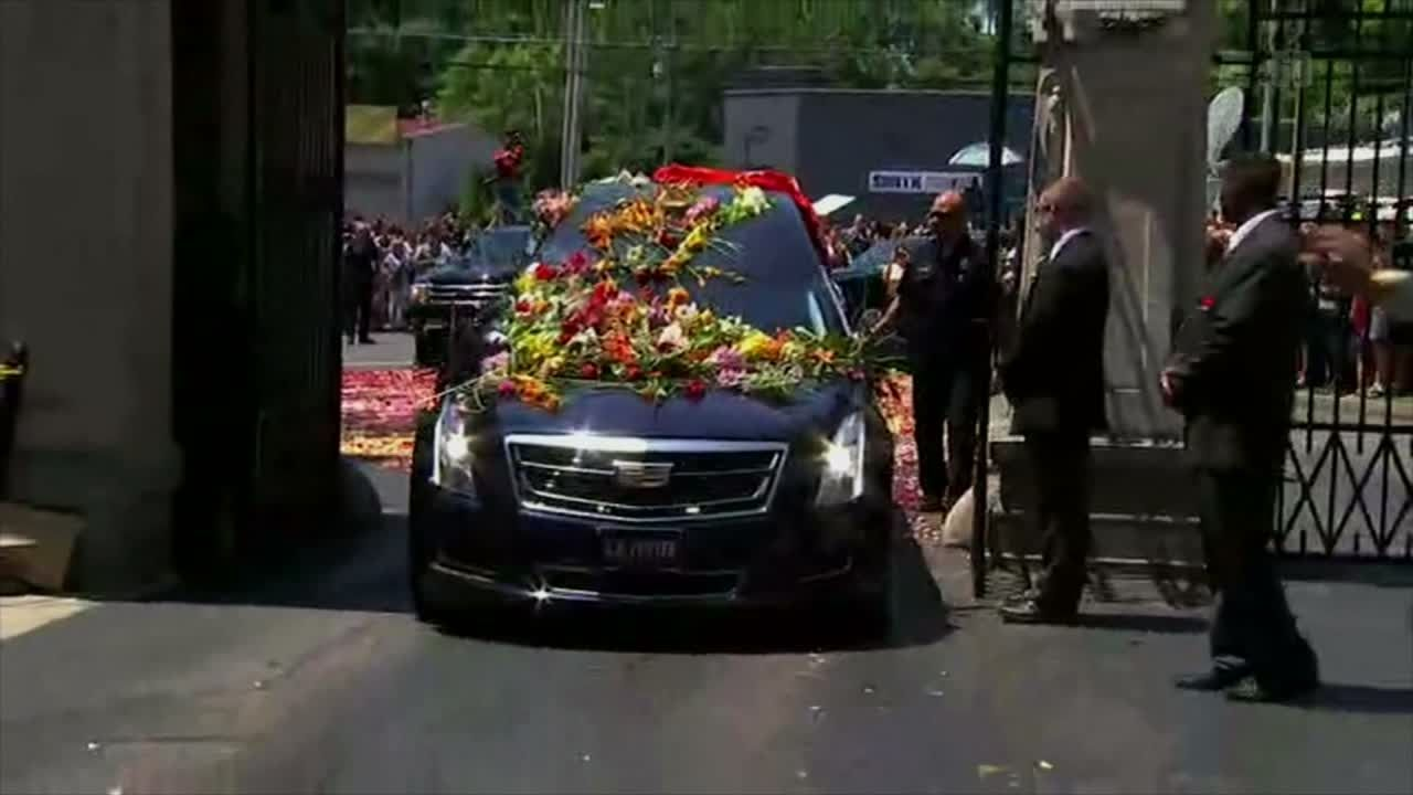 Taking Ali to his final resting place