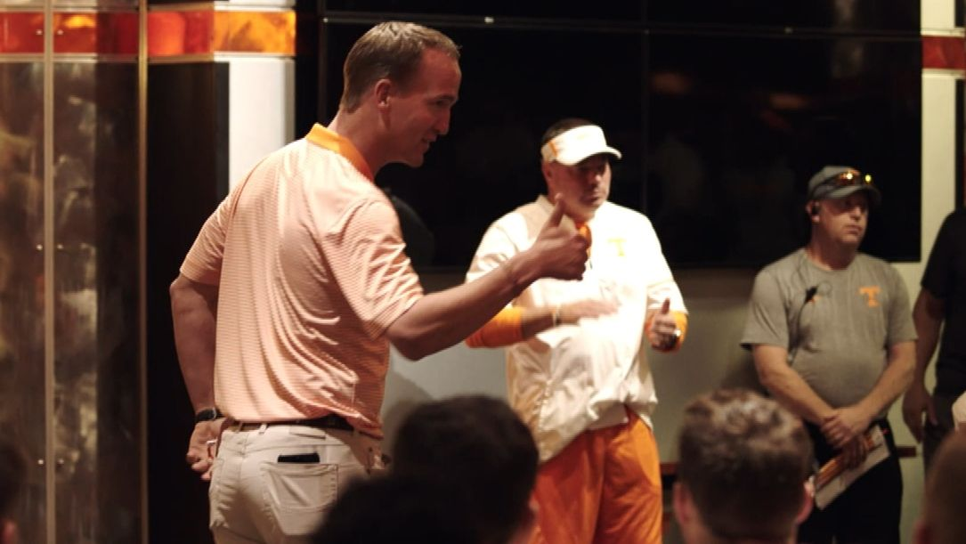 Manning gives Vols a rousing pep talk