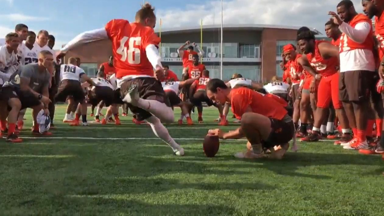 Bowling Green kicker lands scholarship