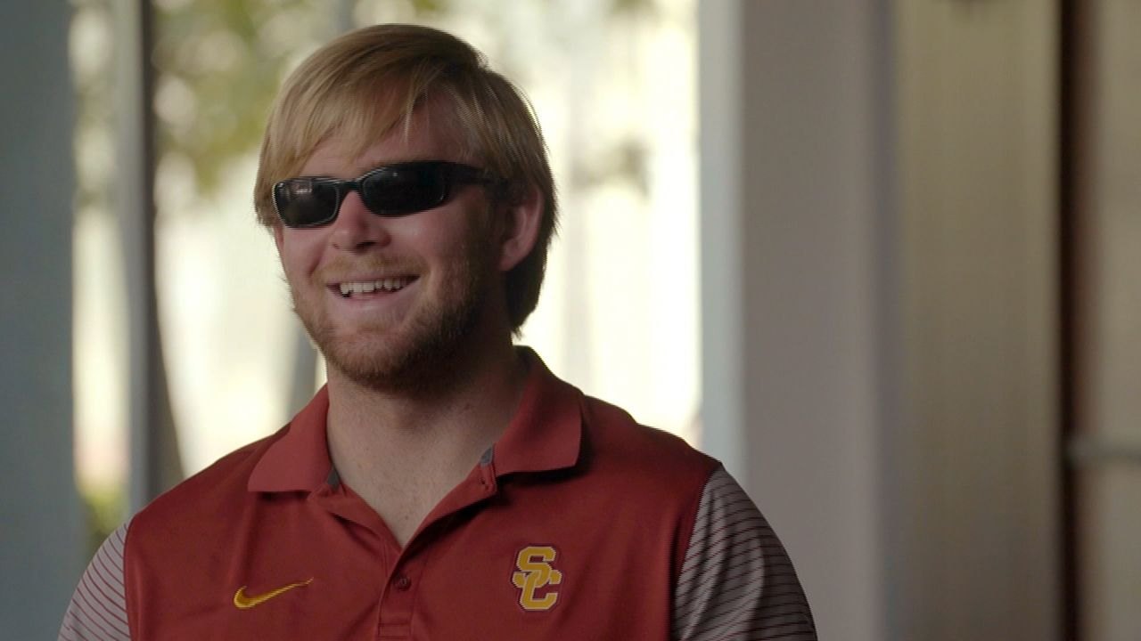 Blind USC long-snapper's inspirational journey to the field