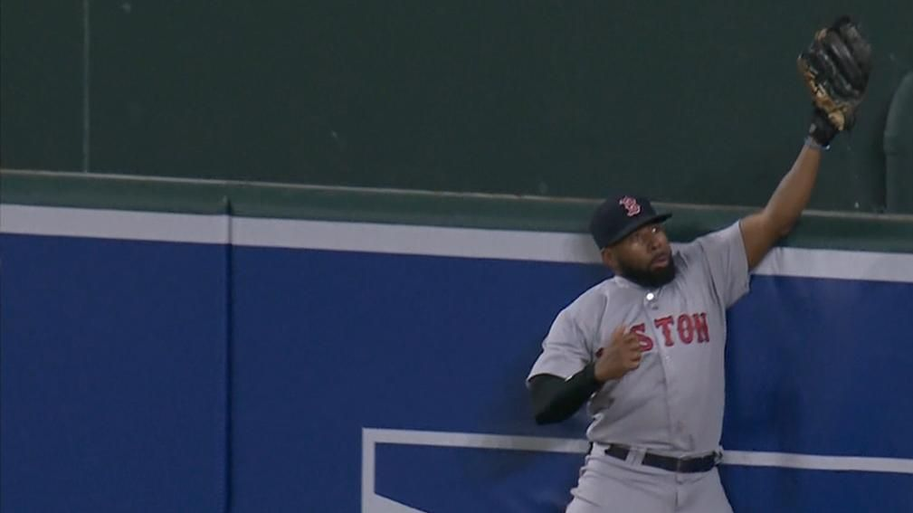 Bradley Jr. makes fantastic leaping catch at the wall