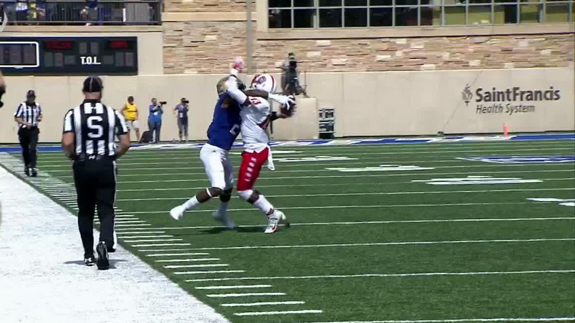 Tulsa WR makes incredible grab behind defender's back