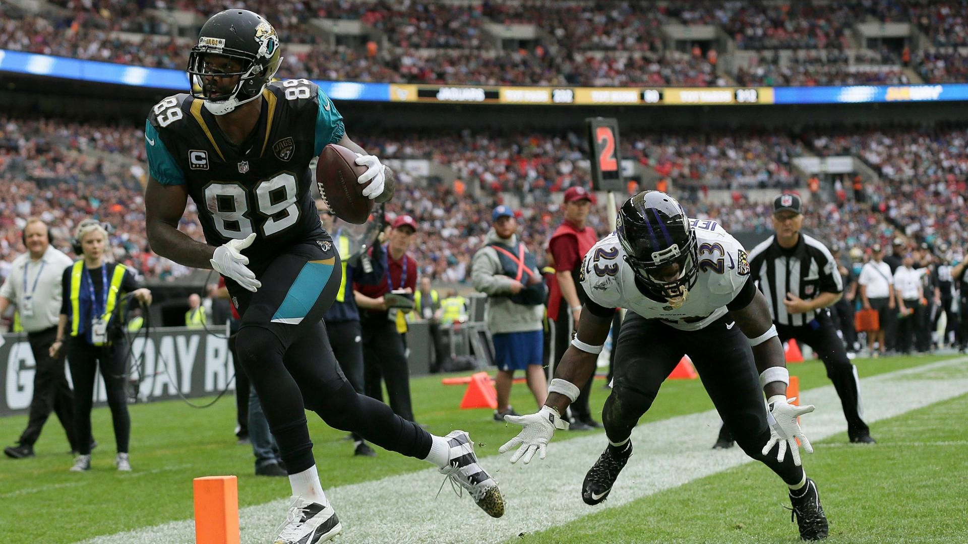 Lewis' 3rd TD of game makes Jags history