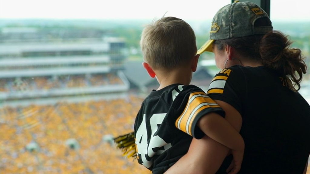 Hawkeyes' new tradition is more than just a wave