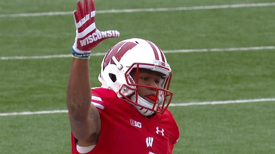 Wisconsin beats Michigan to stay undefeated