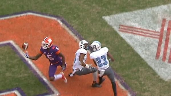 Clemson's Higgins makes circus catch for TD