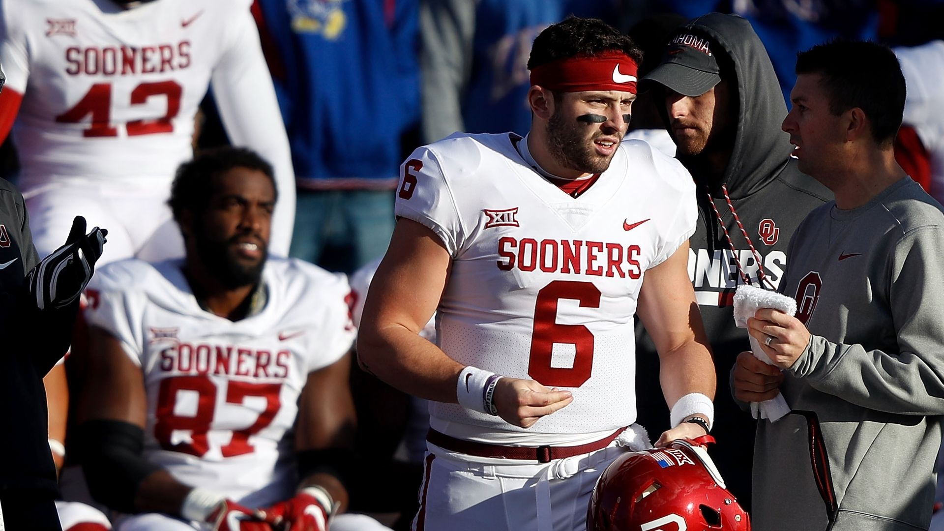 Mayfield goes off after handshake snub