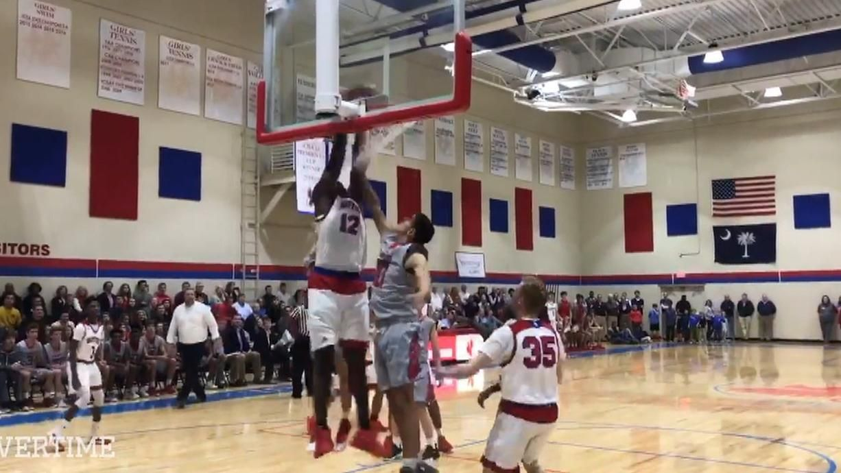 Top recruit Williamson dunks his way to victory