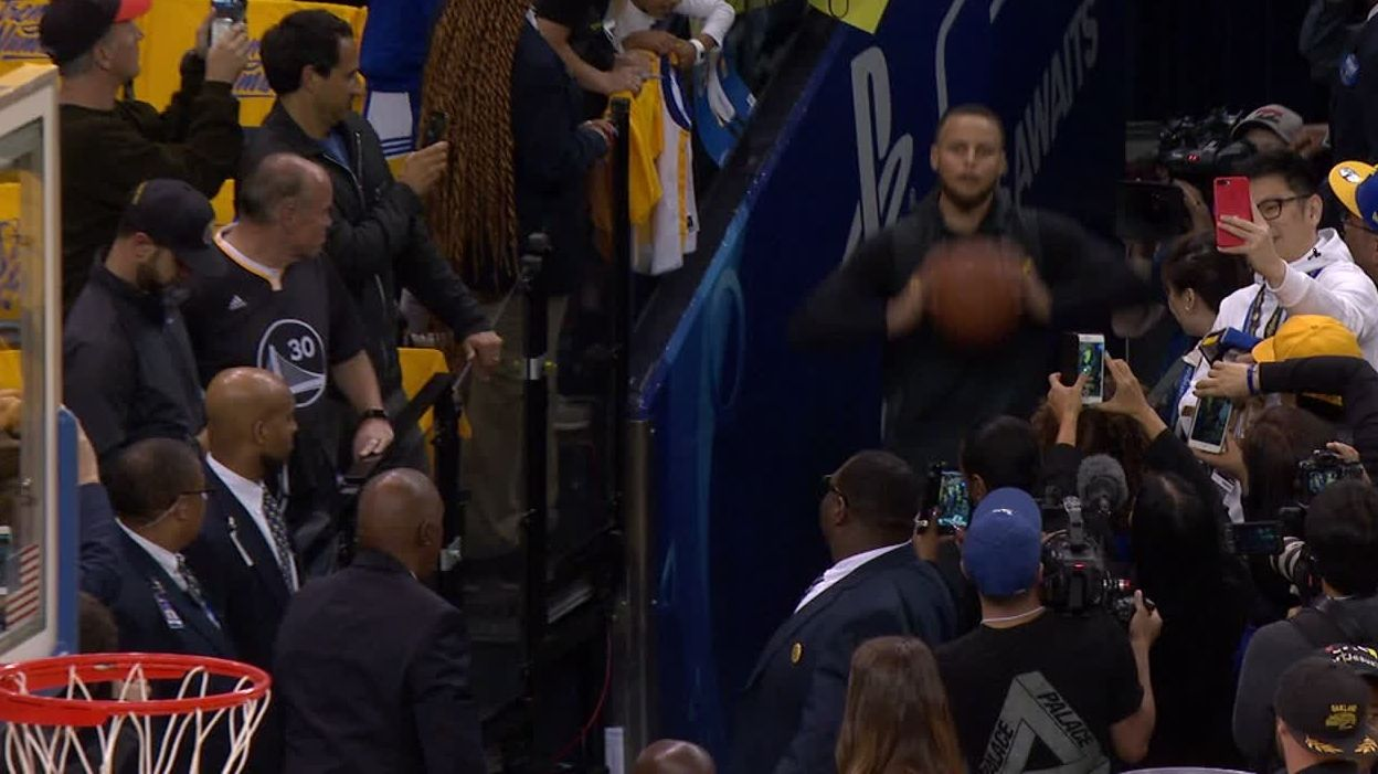 Curry drills tunnel shot before Game 4