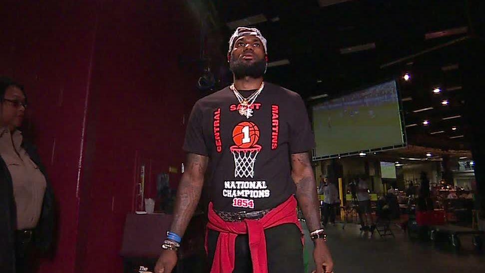 LeBron arrives for Game 6