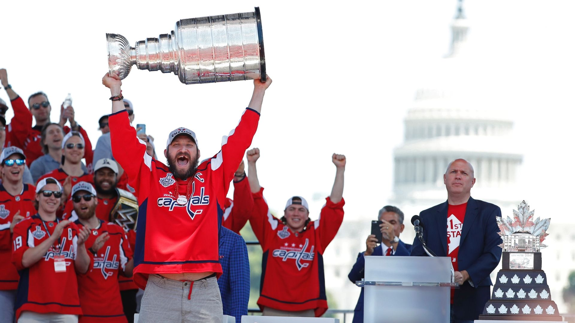 Ovechkin takes celebrating to a new level