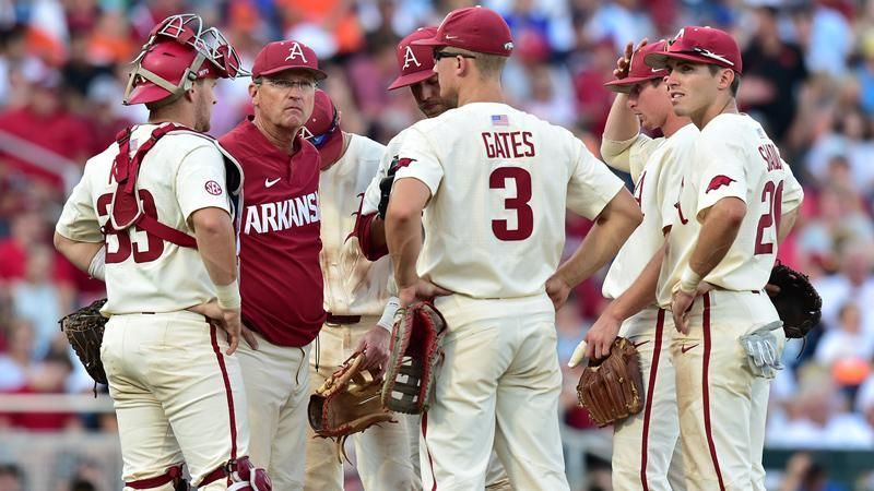 Razorbacks surrender late lead, fall 5-3 to Beavers