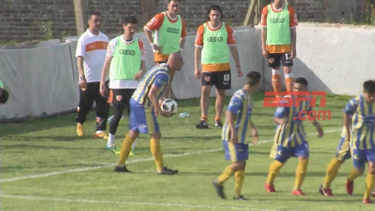 ¡Golazo! tijera de Bouno para el 1-0 de Leandro N. Alem