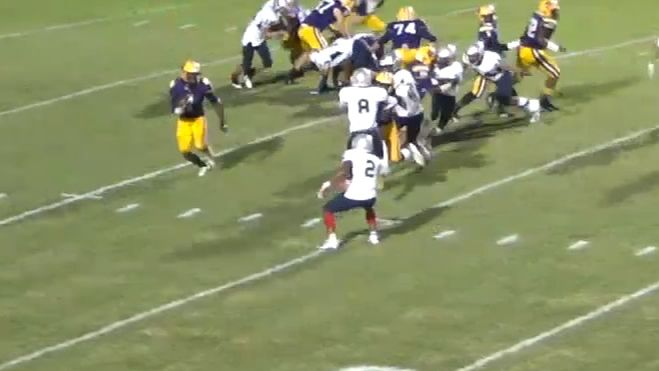 High schooler runs through entire defense for TD