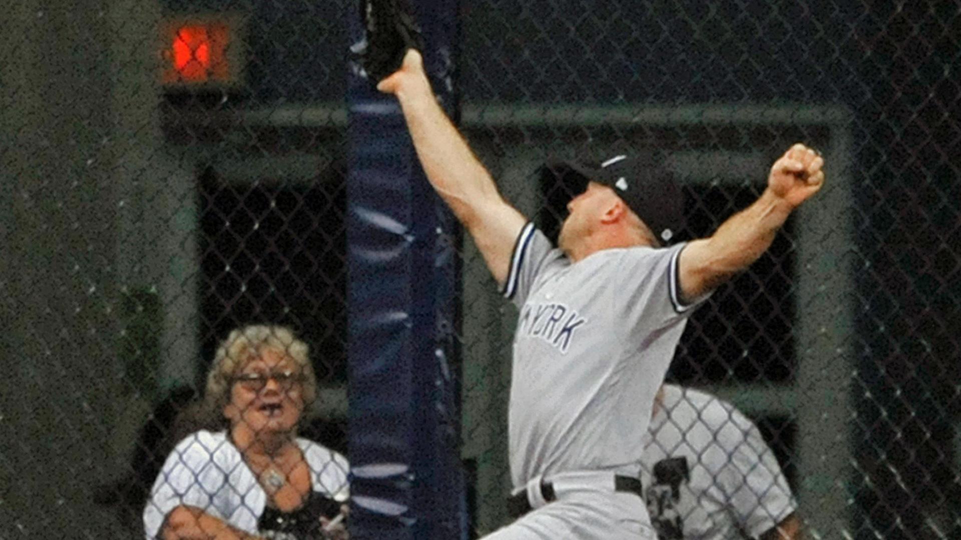 Aaron Hicks hurts hamstring as Yankees beat Rays 4-1