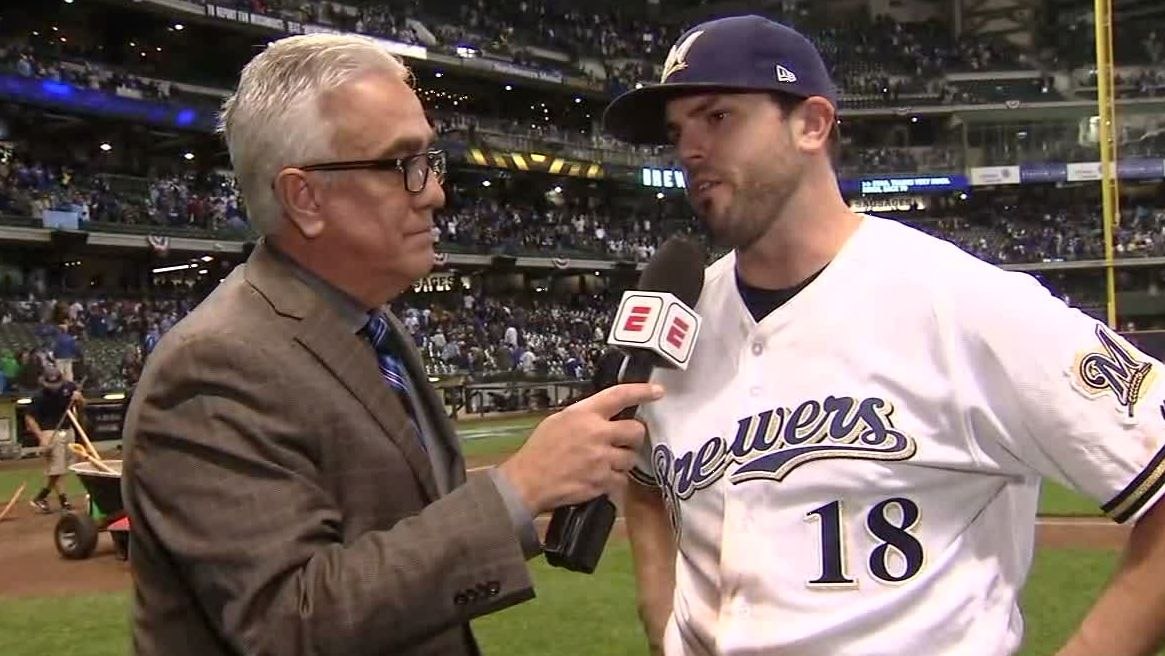 Moustakas pinpoints Brewers' strong first inning
