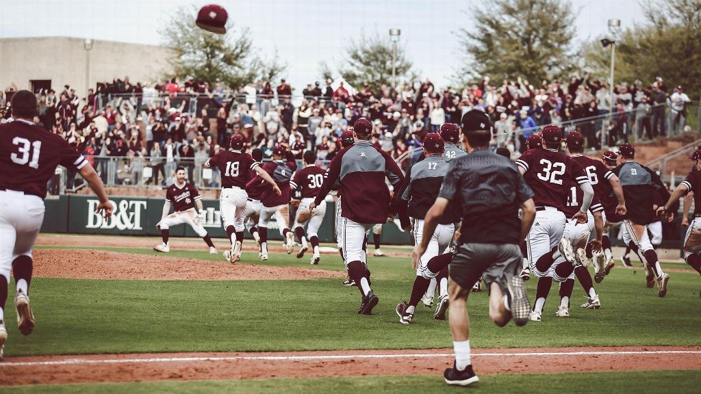 No. 22 Texas A&M stuns No. 2 Vanderbilt