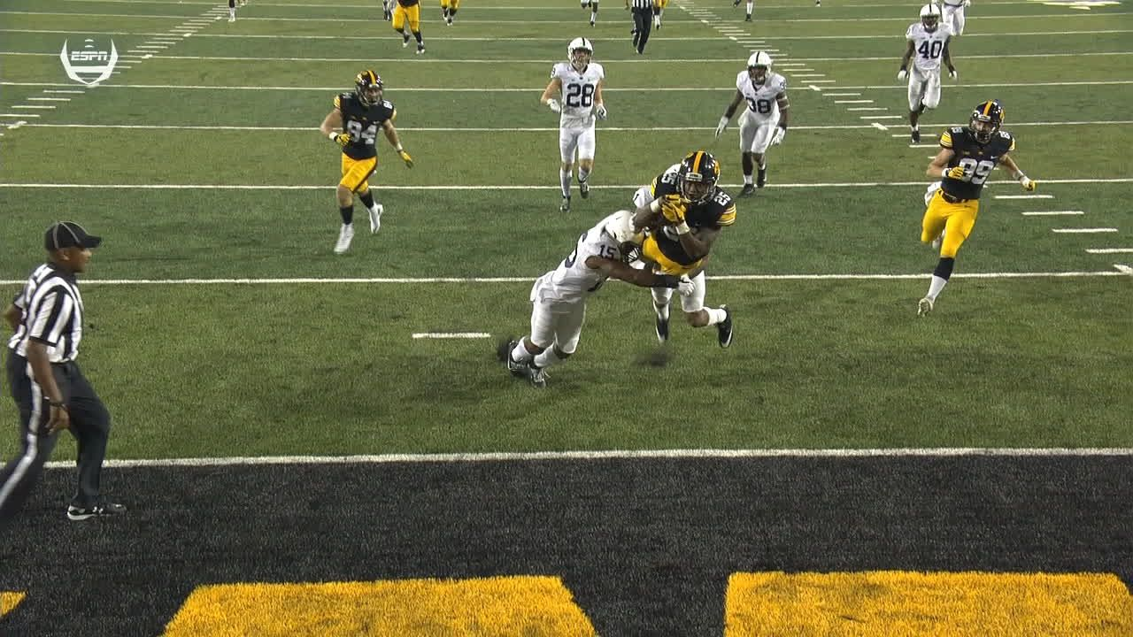Wadley goes 70 yards for the Iowa TD