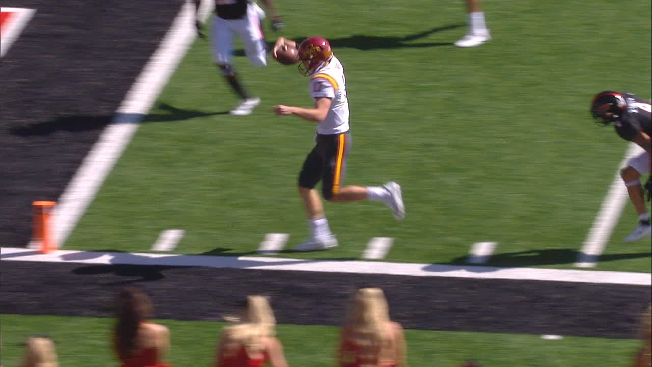 Kempt  uses legs to set up short TD pass