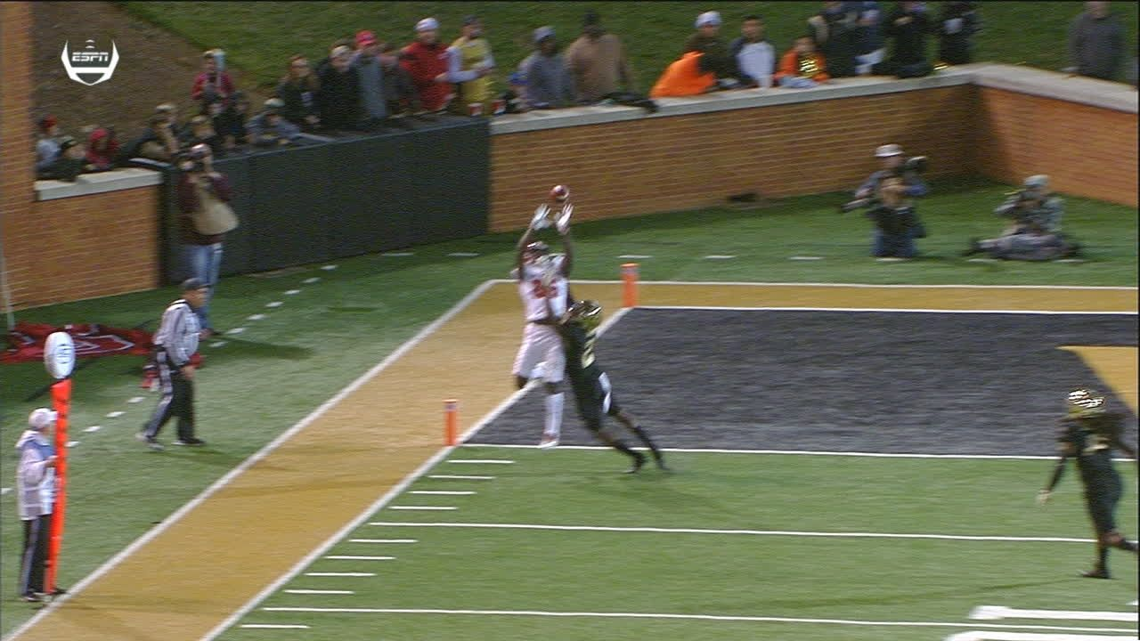 N.C. State's Emezie makes nice TD grab