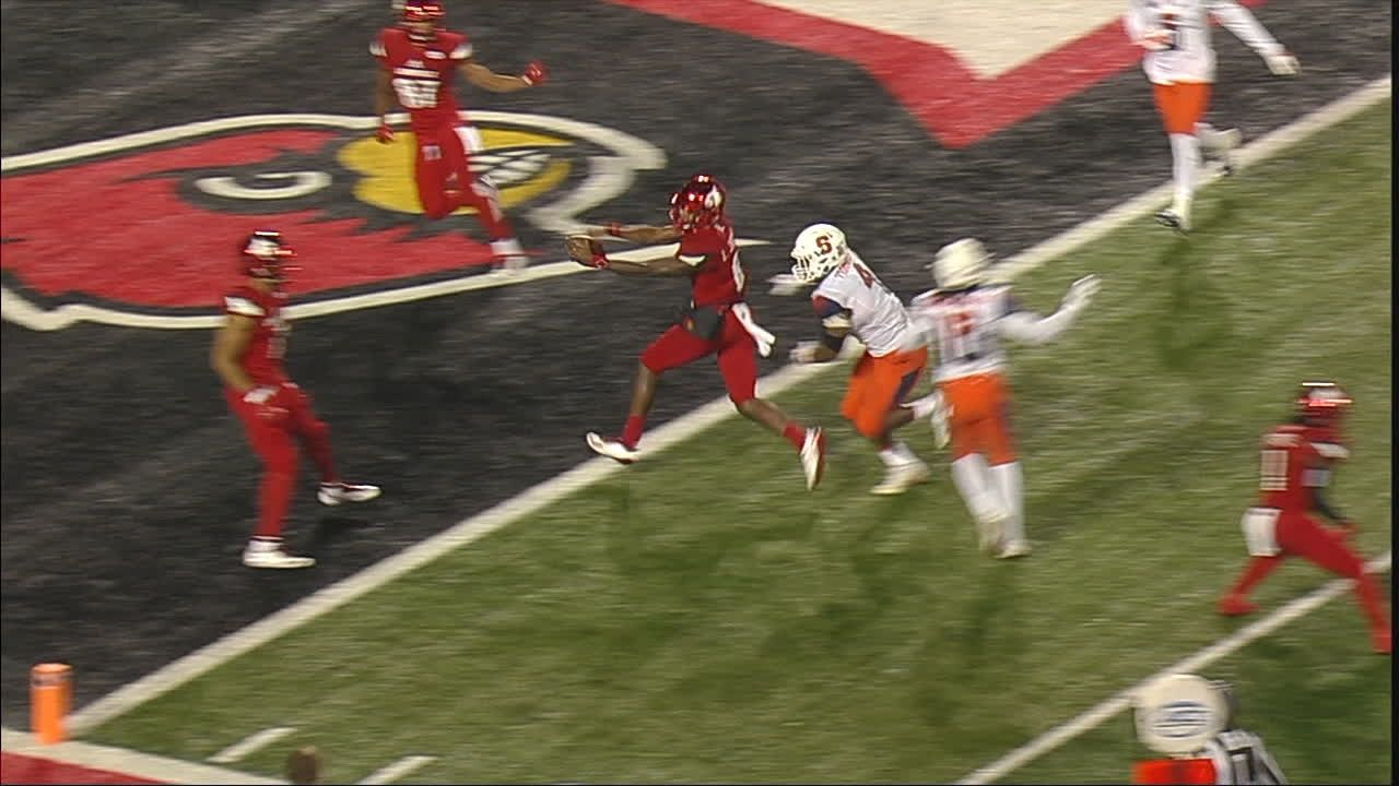 Lamar Jackson makes defenders look silly on TD run