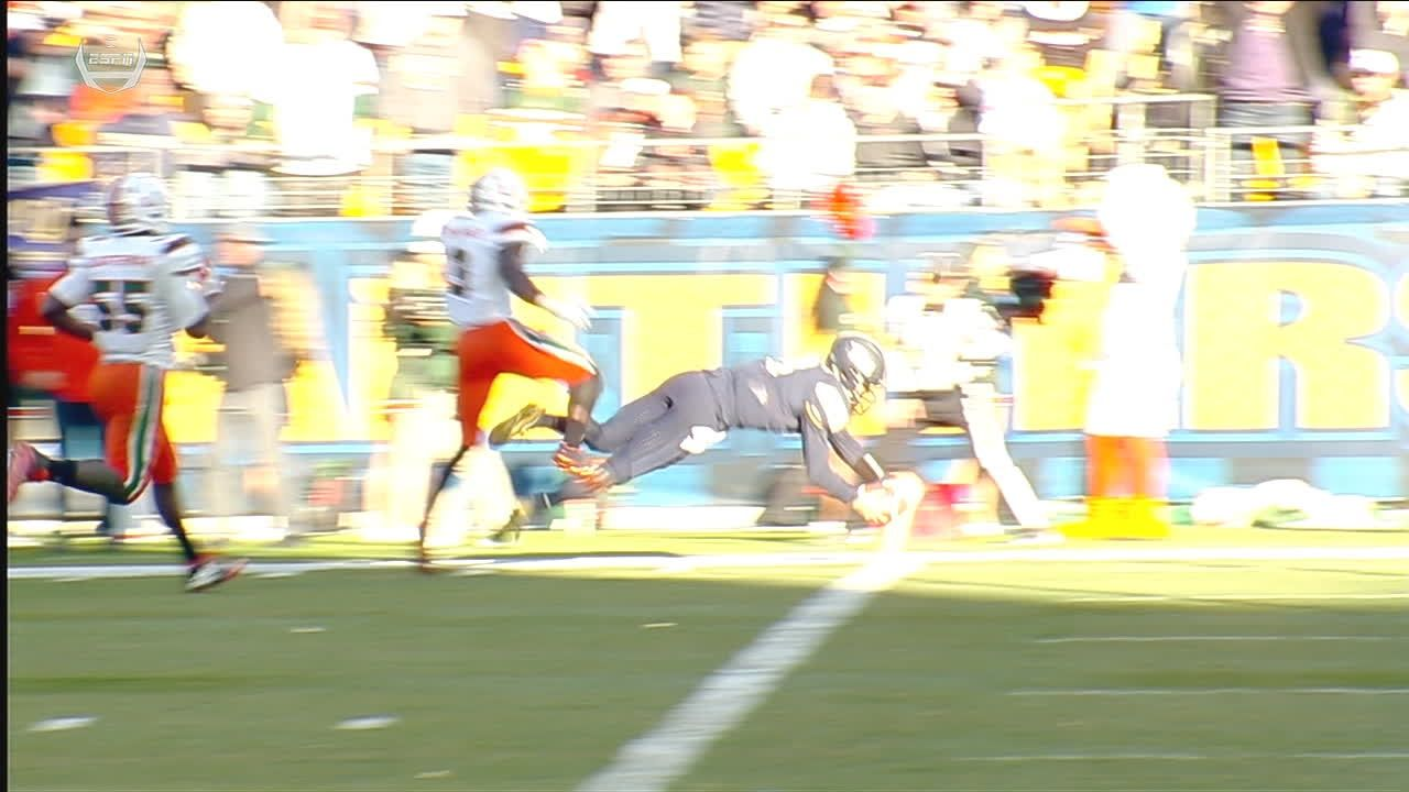 Pickett dives for huge Pitt TD