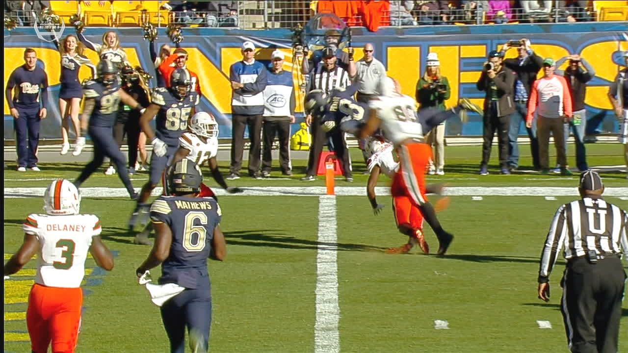 Pickett goes airborne for Pitt TD