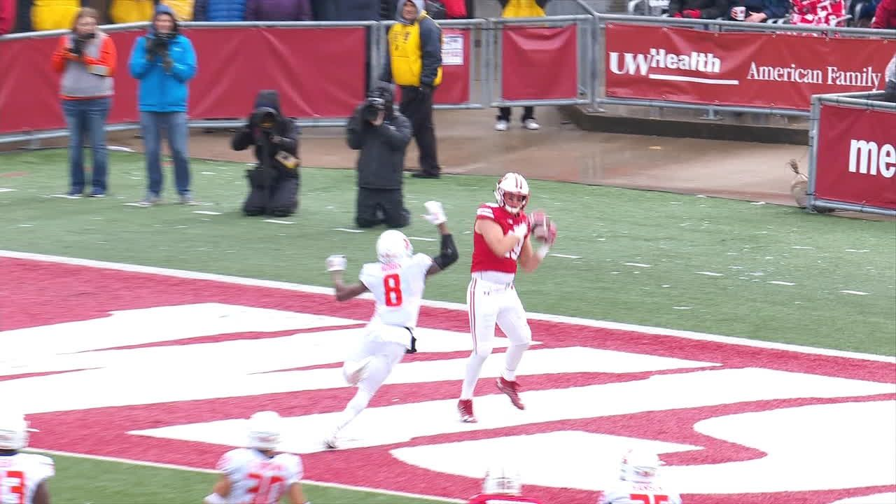 Hornibrook finds wide-open receiver for 11-yard TD toss