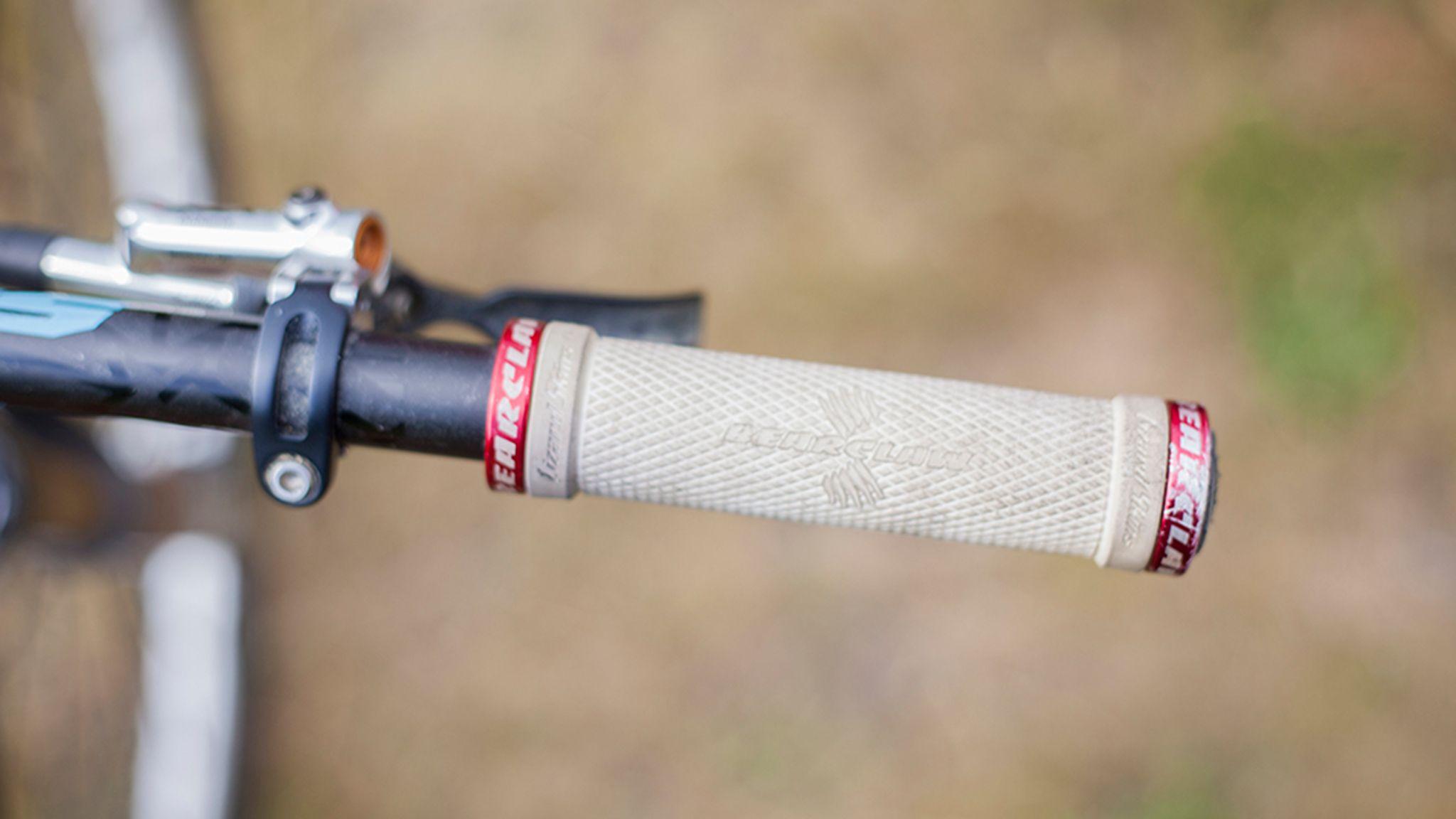LIZARD SKINS BEARCLAW LOCK-ON BLACK MTB BICYCLE GRIPS